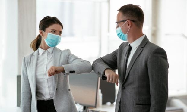 Mettre fin au port du masque obligatoire dans les entreprises publiques ou privées