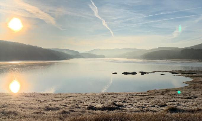 Pétition : NON à 1,5 km de panneaux photovoltaïques flottant sur le lac de Pannecière, lac réservoir d'eau potable de 11 communes dans le parc naturel régional du Morvan.