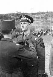 Pétition : Elever l'Amiral Philippe de Gaulle à la distinction d'Amiral de France