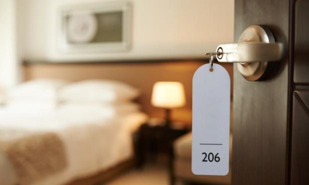 Contre les hôtels au mois qui font payer un loyer, le prix d'un 2 pièces !