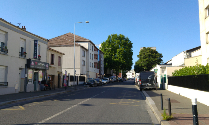 Stop aux courses automobiles rue de Romainville et de Montreuil