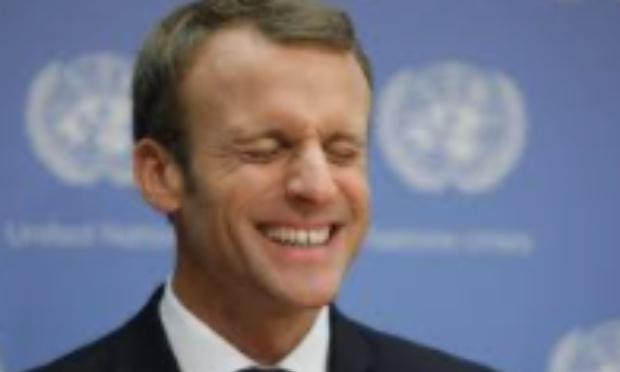 Macron , baisse d' un ton .