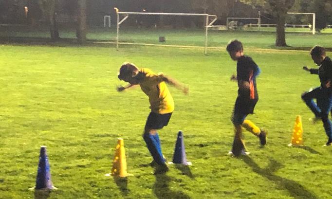 Si nos enfants peuvent aller à l'école, ils peuvent aussi jouer au football !