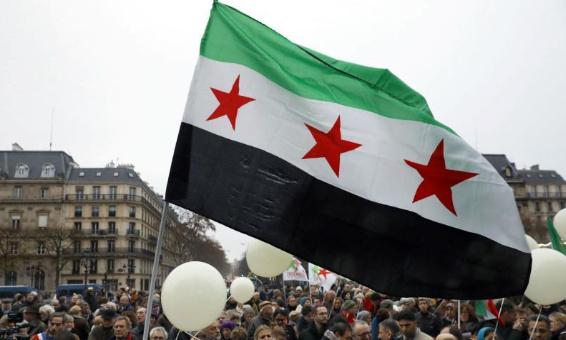 Les syriens en France expriment leurs solidarité avec Les Français et ils dénoncent les attaques terroristes et soutiennent la liberté d'expression