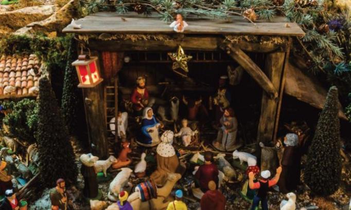 Exposition de la crèche de Noël plus seulement dans les églises mais aussi dans les maisons et les bâtiments publics.
