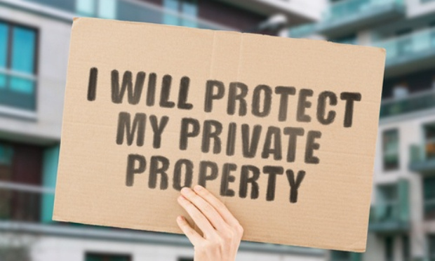 Soutien au propriétaire qui a fini en garde à vue après avoir délogé des squatteurs de sa maison