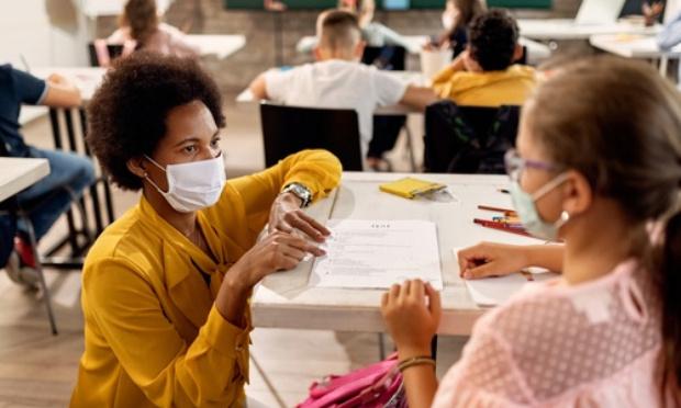 Pétition : Des masques transparents pour apprendre à parler à l'école !