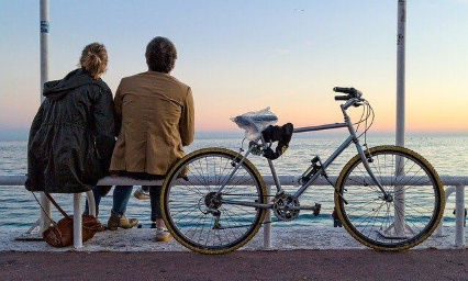 Pétition : Pour le retour immédiat des chaises bleues à Nice