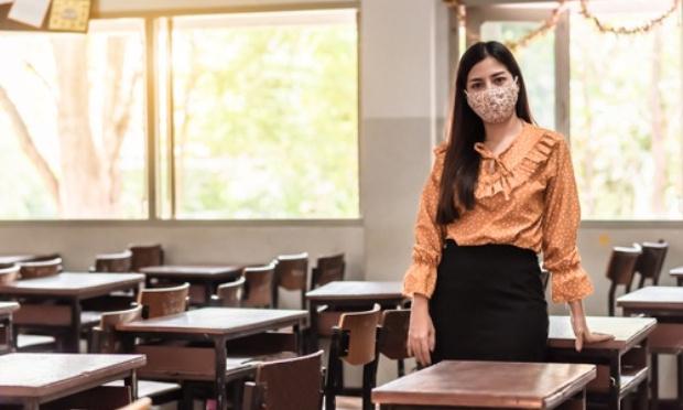 Maîtresses non remplacées des classes bondées à 45 élèves en pleine crise sanitaire