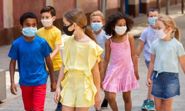 Nous proposons de retirer le port du masque obligatoire du protocole sanitaire dans les écoles primaires, dès maintenant.