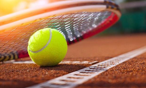 Monopolisation des terrains en terre battue par les professeurs de Tennis