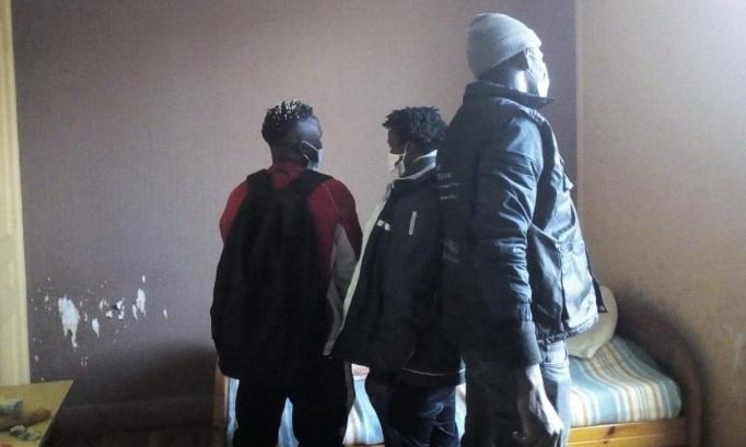 Pétition : Rétablissement de l'eau, du chauffage et de l'électricité dans les 8 logements sociaux réquisitionnés par des familles sans-logis avec le soutien de DAL dans le quartier de l'Abbaye (Grenoble) et relogement pour toutes et tous !