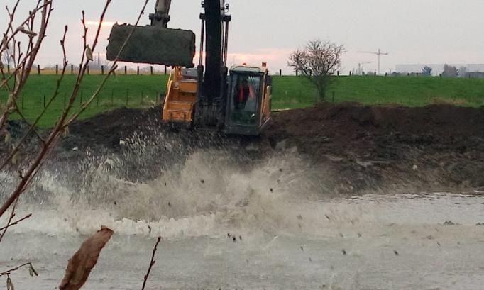 Comblement du bras mort avec des boues et terres toxiques, non recyclées du bras mort Comines-Warneton (Vert digue)