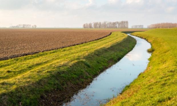 Entretien des fossés des terres loueés, ou aux proprietaires sur le territoire d'Izotges de TASQUE,et de CAHUZAC/Adour.
