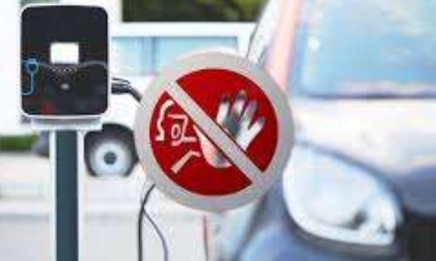 L'arret de ces publicités envahissantes sur les véhicules élèctriques sur nos écrans et autres journaux et magazines. Il est grand temps d'arrêter ce petit jeu et ces lobies d'écolo.