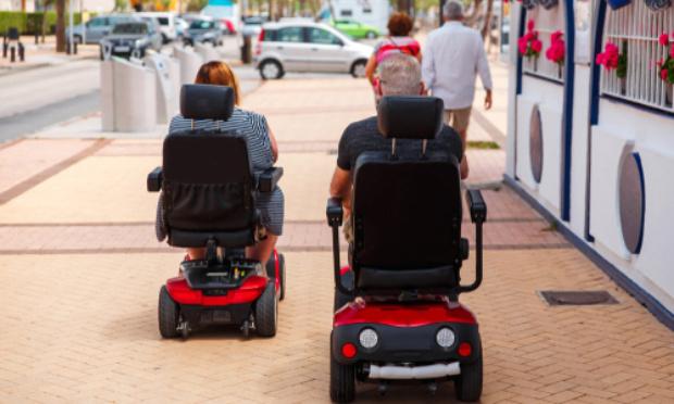 Pouvoir prendre les transports en commun à Grenoble en fauteuil roulant électrique de type scooter