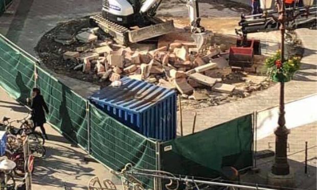 Nous demandons la reconstruction de la fontaine de la place du Palais de Justice à Nice, détruite sans aucune concertation des niçois