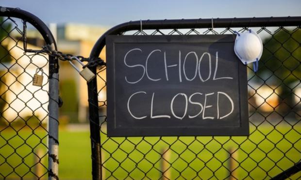 NON aux fermetures des écoles