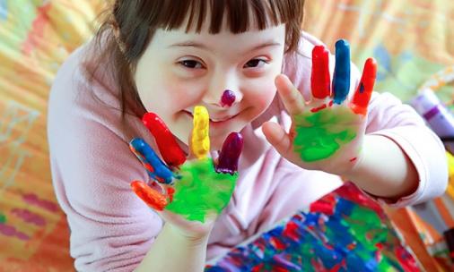 plus de structures pour enfants différents en situation de handicap et langues des signes ,multi langues de tout petits