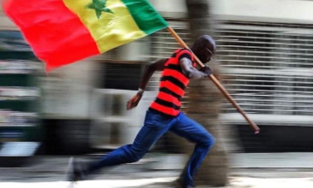 Que l'état français arrête d'intervenir dans les problèmes politiques du Sénégal.