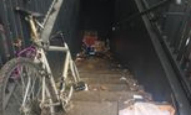 Réaménagement d'une bouche de métro murée et sale à Bobigny