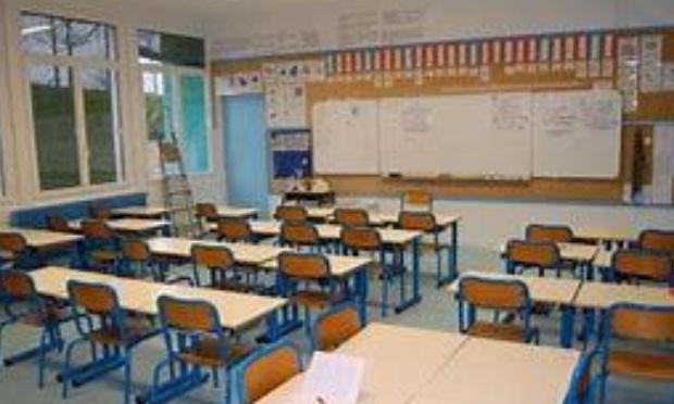 Non à la fermeture de classe à Raismes
