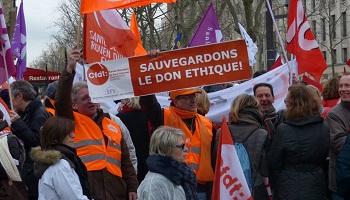 Pétition : Non à la fin du don éthique en France et la marchandisation du sang humain !