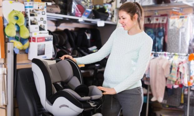 Considérons les magasins de maternité et de puériculture comme magasins de première nécessité