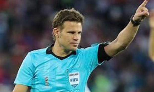 Virez l'arbitre allemand Felix Brych