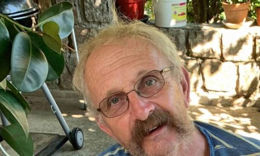 Pétition : Notre jean Paul garde sa barbe depuis beaucoup trop longtemps