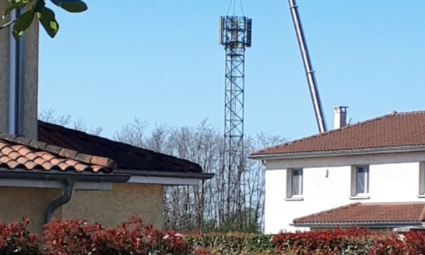 Pétition : Accepteriez-vous une antenne relais de 24 mètres à 100 mètres de votre maison ?