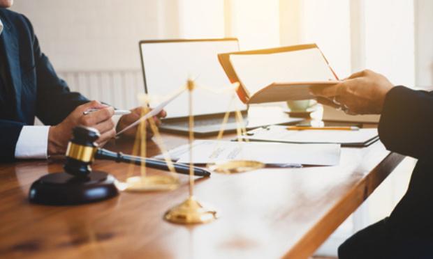 Divorces, De quelques Avocats & Notaires