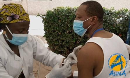 En Afrique aussi, les plus vulnérables ont besoin d'être vaccinés contre la COVID-19 !