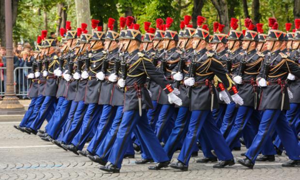 Pétition : Démission du président Macron ! Place aux généraux .