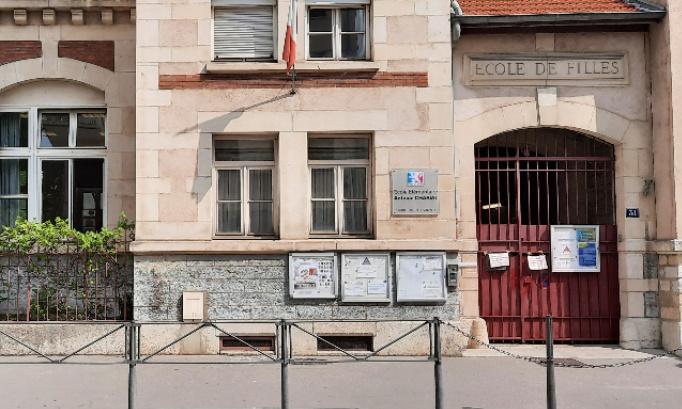 Mobilisation contre les fermetures récurrentes du restaurant scolaire du groupe scolaire Antoine Charial, Lyon 3