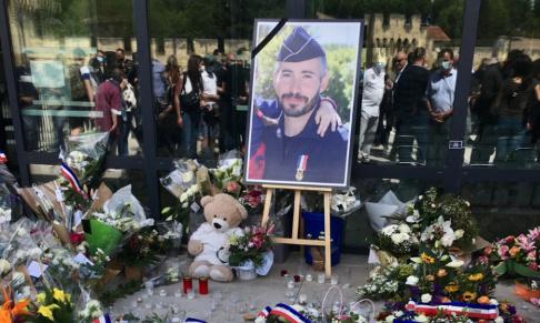 Pour qu'une place d'Avignon porte le nom du Policier Éric MASSON tué dans l'exercice de ses fonctions