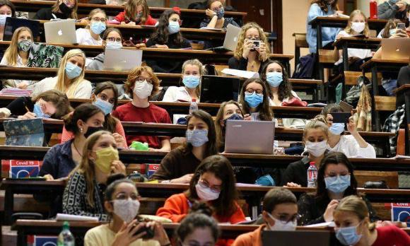 Prise de conscience de la situation des étudiants étrangers et pour continuer les cours en ligne