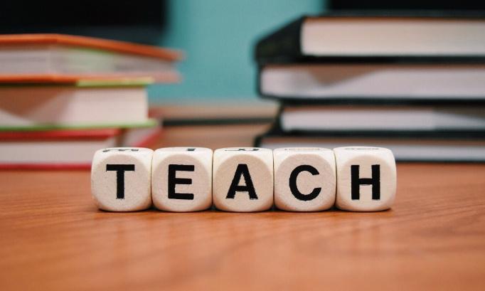 Des contrats stables pour les chargés de cours des Ecoles Européennes !