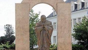 Pétition : Pour le maintien de la statue de Jean Paul II sur le site actuel de Ploërmel !