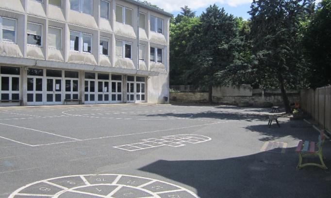 Nous avons appris que l'inspecteur de notre secteur va proposer de fermer une classe dans notre école Les Récollets de Saumur lors de la rentrée scolaire de septembre 2021.  Nous, parents d'élèves, nous nous opposons à cette fermeture !