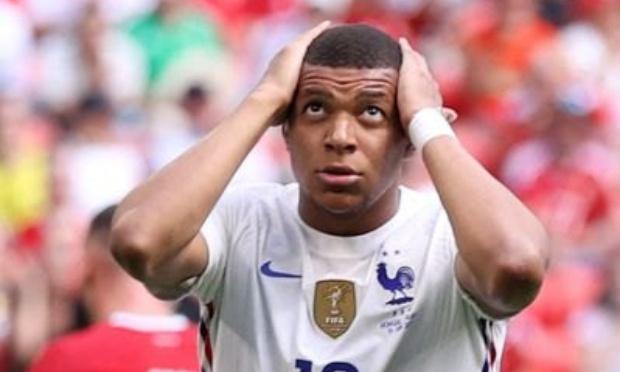 déchéance natonalité à toute l'équipe de France et à Deschamps