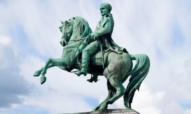 Conserver notre belle statue de Napoléon place de l'hôtel de ville à Rouen