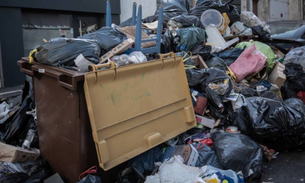 Marseille devient une décharge à ciel ouvert : plainte contre la CGT et les éboueurs