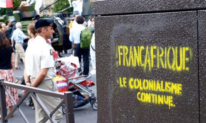 Dîtes STOP à la Françafrique, relation franco-africaine qui maintient les pays africains dans le sous-développement