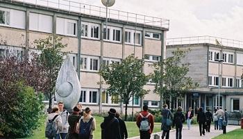 Pétition : Des lycées régionaux ouverts aux lycéennes enceintes