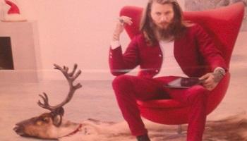 @Darty_Officiel Le retrait des images montrant un père noël moderne assis sur une peau de renne