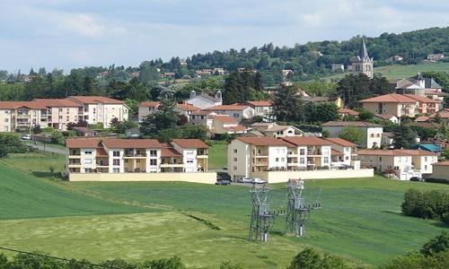 Pétition : Permettre à chaque citoyen d'acheter un terrain au centre du village de Lentilly à 45 000 Euros.