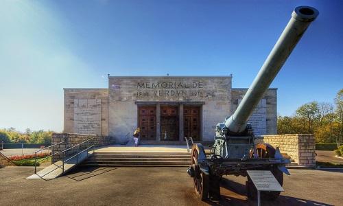 La création d'un mémorial à Verdun en mémoire des animaux morts en 14/18