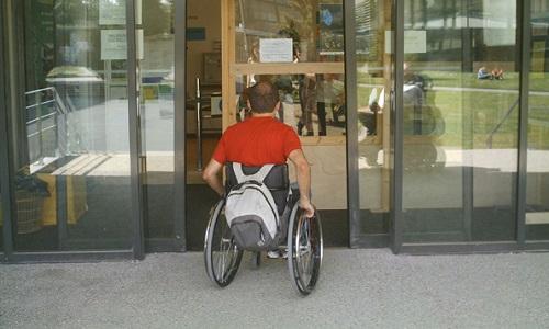 Pétition : OUI à la mise en place des portes automatiques et des ascenseurs dans les bâtiments d'enseignement pour l'accessibilité des personnes handicapées.