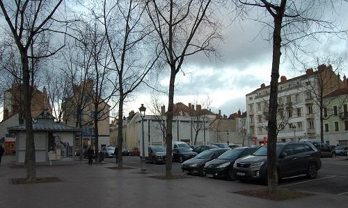 Pétition : Non à la construction d'un bâtiment commercial Place De Gaulle